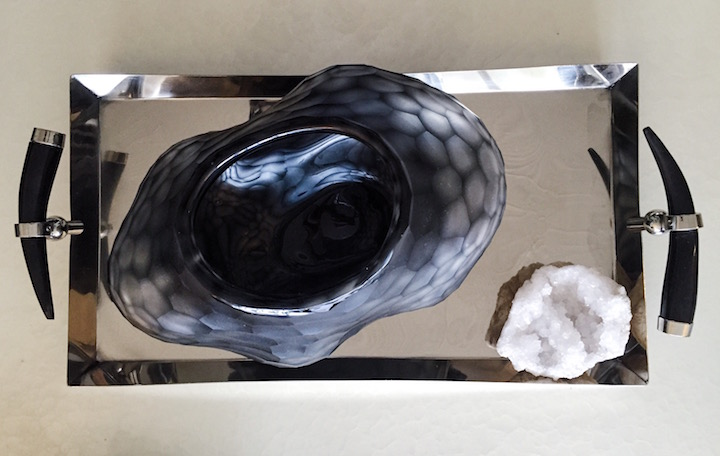 horn-tray-faceted-vase
