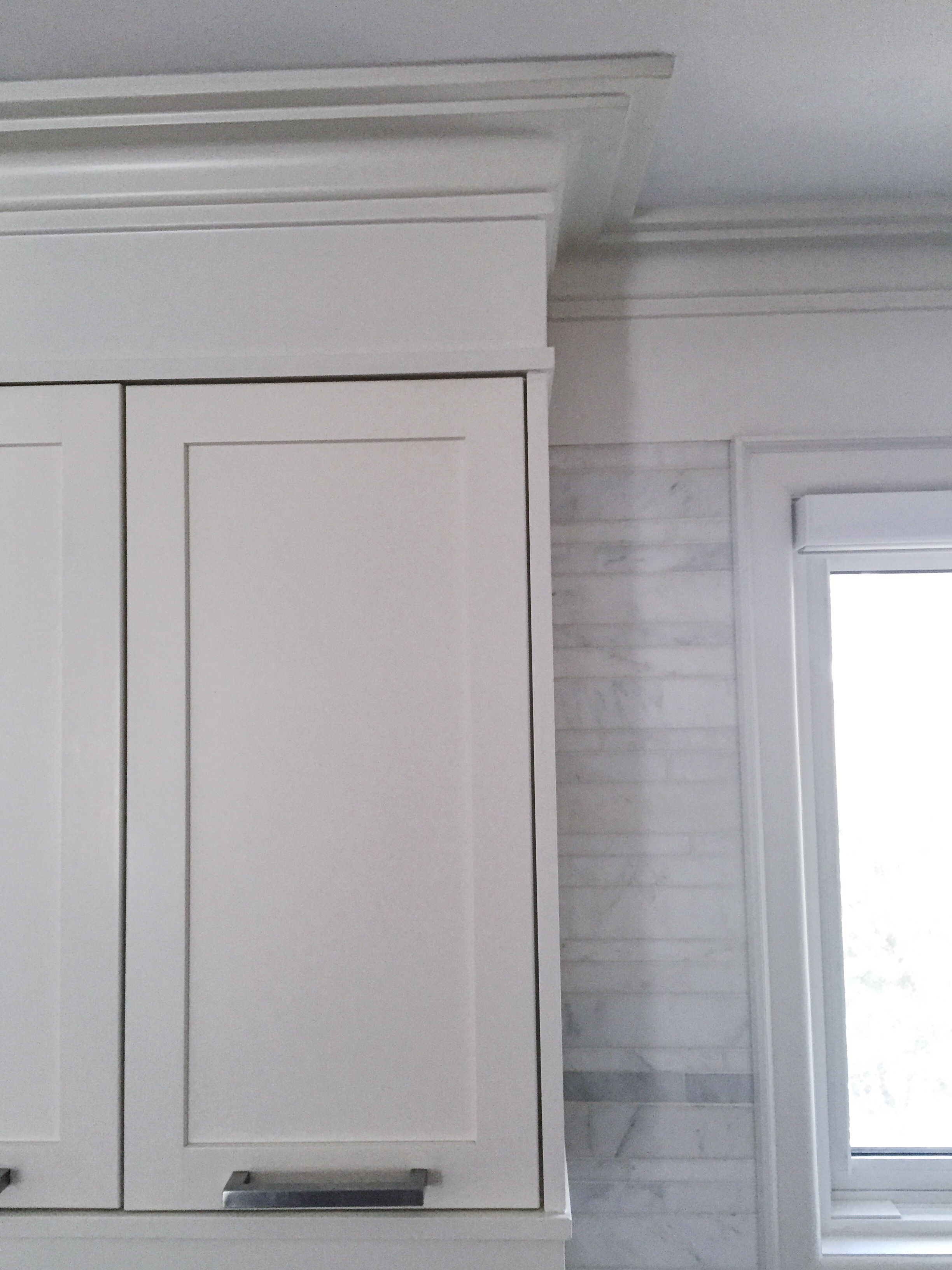 kitchen-cabinets-frieze-mould