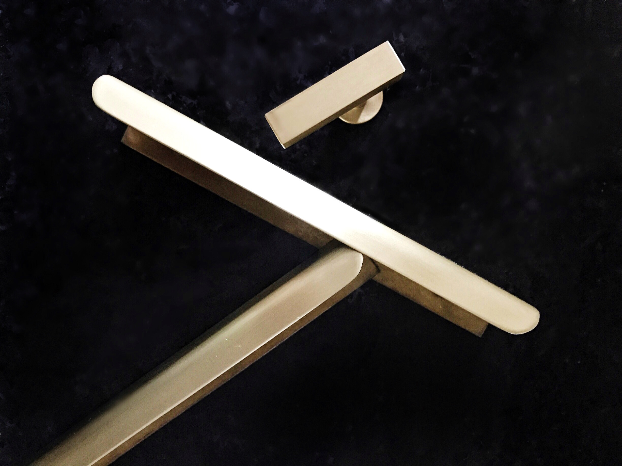 upper-canada-specialty-hardware-brass-finger-pulls-and-knobs